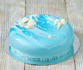 Blue sea shells and top of cake