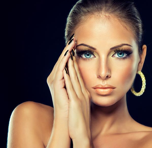 Fashion Models Beautiful Jewelry Black Eyelashes Golden Nails Free
