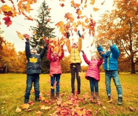 HD picture Happy children playing autumn leaves 01