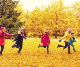 HD picture Happy children playing autumn leaves 02