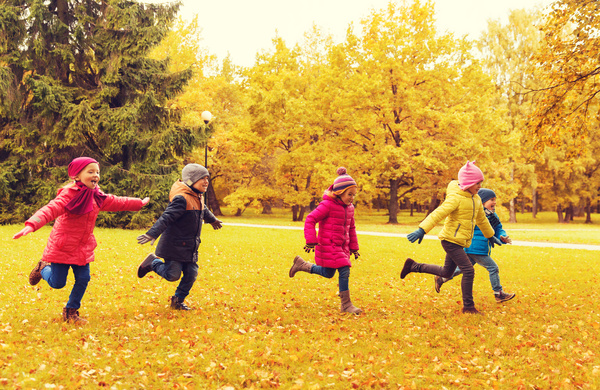 HD picture Happy children playing autumn leaves 02 free ...