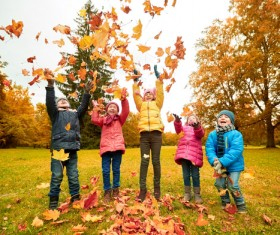 HD picture Happy children playing autumn leaves 04