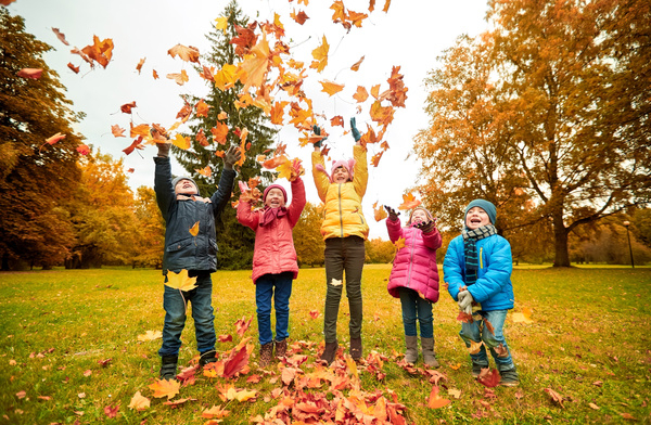 Hd picture happy children playing autumn leaves 04 free download - Children s day images download ...