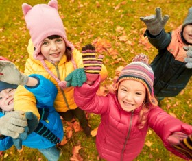HD picture Happy children playing autumn leaves 05