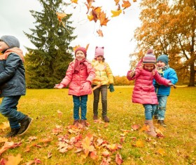 HD picture Happy children playing autumn leaves 06