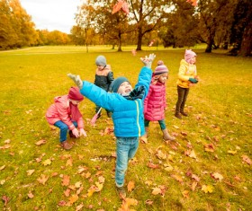 HD picture Happy children playing autumn leaves 08