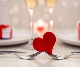 Heart shape on Valentine's Day table HD picture