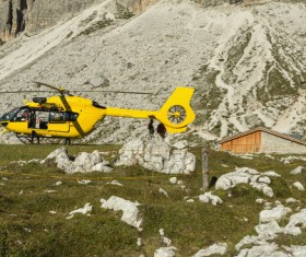 In the cliff waiting for the rescue of the yellow helicopter and rescue people