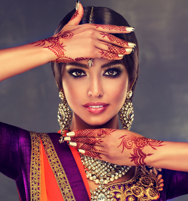 Perfect Makeup Beautiful Fashionable Indian Woman HD picture