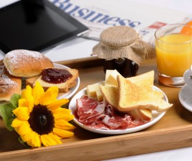 Sunflower bread breakfast and tablets
