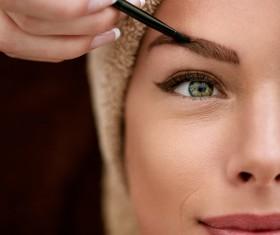 Women eyebrows make-up method
