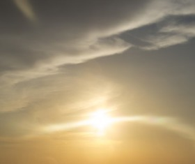 A ray of sunlight in the sky HD picture