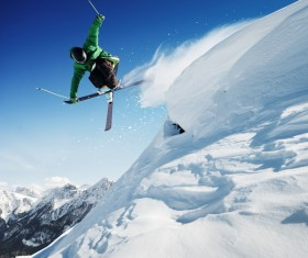 Extreme skiing enthusiasts HD picture
