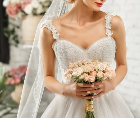 An elegant wedding dress for the bride HD picture 01