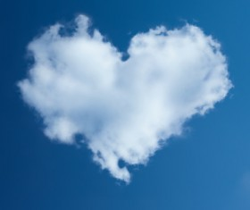 Blue sky heart-shaped white clouds HD pictures