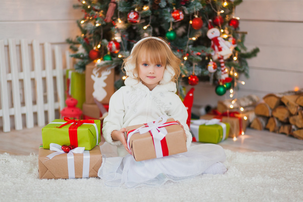 Cute little girl with Christmas present HD picture