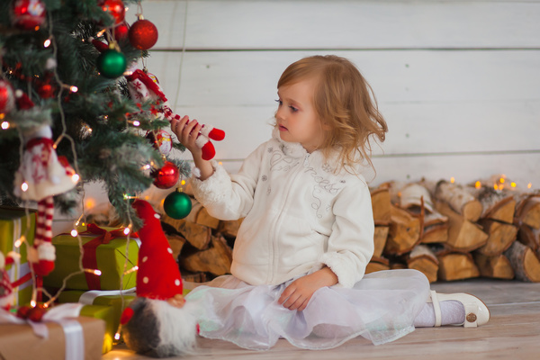 Cute little girl with christmas tree HD picture