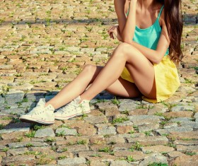 Young girl sitting on the floor HD picture 02