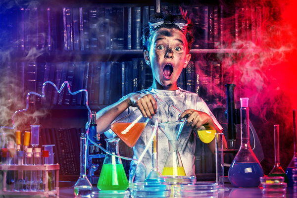 Children doing chemistry experiments are surprised HD picture free