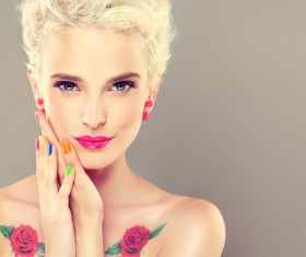 Elegant makeup and colorful nails HD picture 01