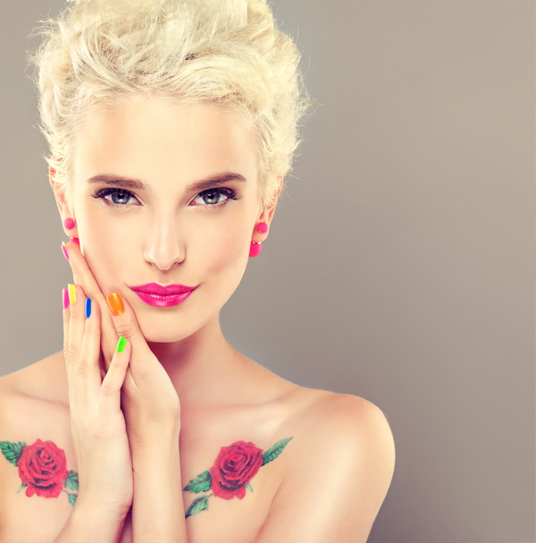 Elegant makeup and colorful nails HD picture 01 free download