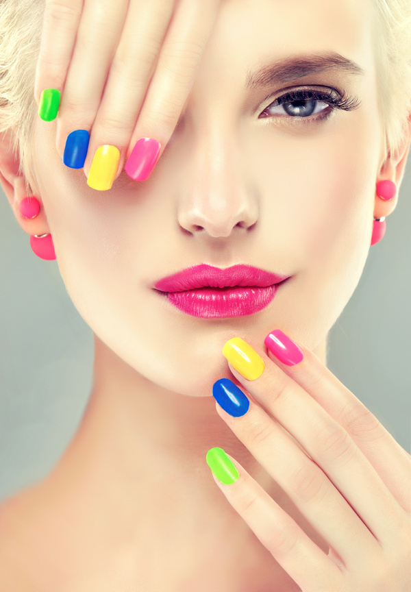 Elegant makeup and colorful nails HD picture 05 free download