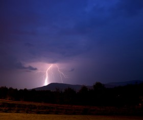 Flash of lightning HD picture 05