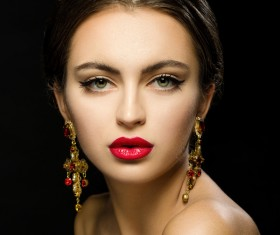 Girl with crown jewelery HD picture