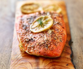 Grilled salmon with lemon slices of vanilla HD picture 02