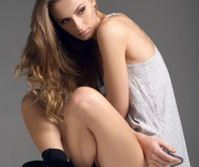 Long-haired young beautiful woman HD picture 01