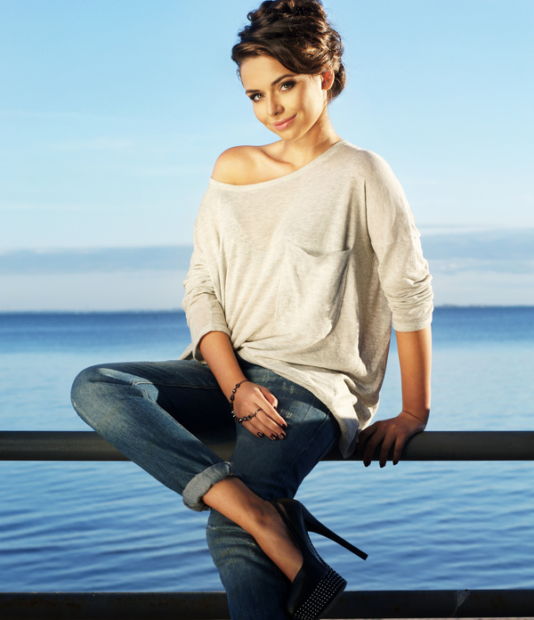 Smiling woman sitting on the railing HD picture free download