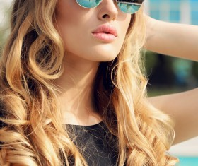 With sunglasses fashion beautiful woman HD picture