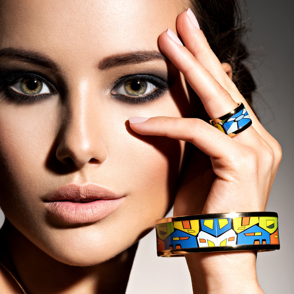 Woman with fashion ring bracelet HD picture