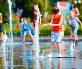 Children playing in the water HD picture