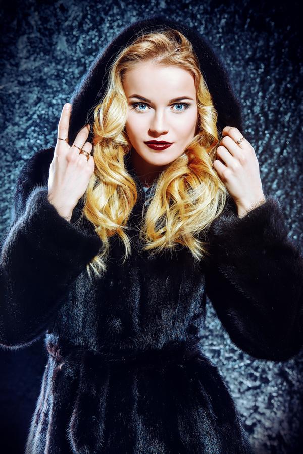 Recommend you Beautiful blonde in fur coat