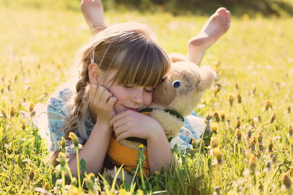 Little girl with teddy bear HD picture