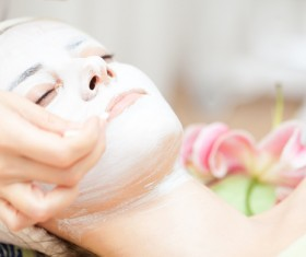 Make a mask to keep the skin of a woman Stock Photo 02
