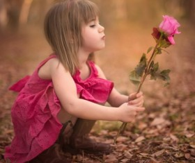 Take a little girl with roses HD picture