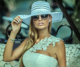 With a sun hat fashion beauty HD picture