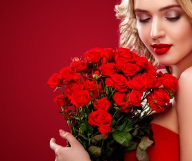 Beautiful blonde woman holding bouquet of red roses HD picture 04