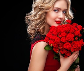 Beautiful blonde woman holding bouquet of red roses HD picture 06