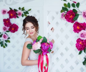 Beautiful girl holding a bouquet HD picture 06