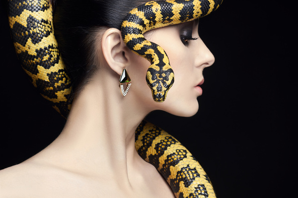 girl with snake hd picture 05 free download