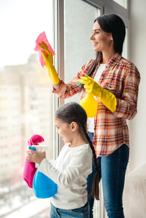 Mom and daughter cleaning house stock photo 02 kids for Mother daughter house design