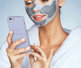 Skin care and play smart phone girl HD picture 02