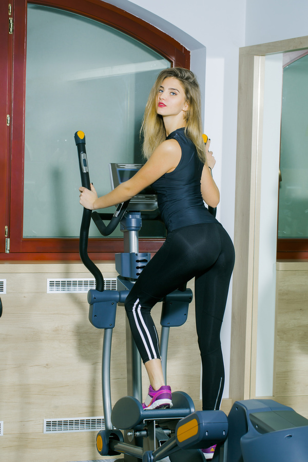 treadmill exercise girl hd picture 01