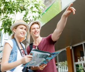 View the city map pointing to the front of the tourists Stock Photo