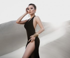 Beautiful Asian female model in the desert HD picture