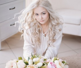 Beautiful European girl with flowers HD picture 01