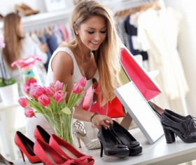 Beautiful woman to buy high heels HD picture